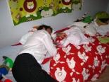 Pappa sov med Juni i tre timmar på festen *S*